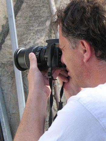 Якщо ви хочете вибрати дзеркальний фотоапарат, зверніть увагу на об`єктив.