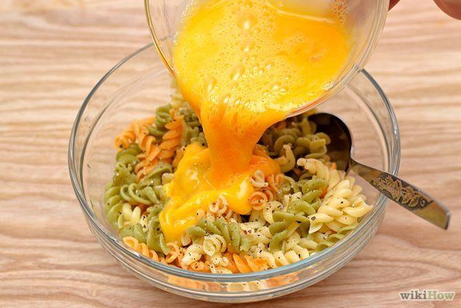 Зображення з назвою Make an Omelette with Leftover Pasta Step 1