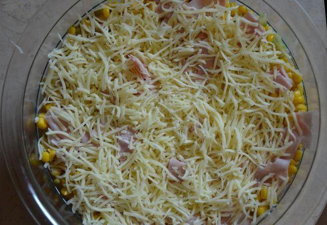 листковий салат з консервованими ананасами