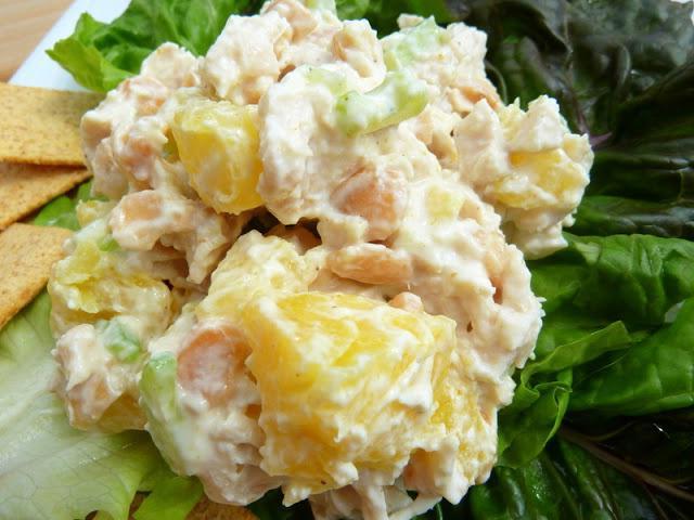 курячий салат з ананасами листковий