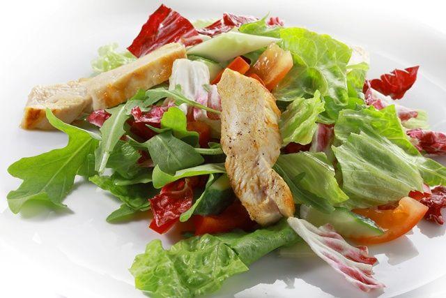 Теплий салат з грудинкою