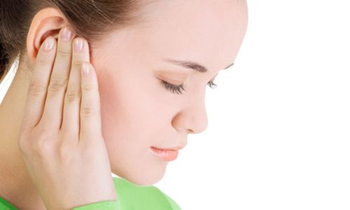 Причини пульсуючого шуму у вухах